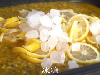 """每天一杯【百香果柠檬酱】变身""""白瘦美"""",加入冰糖,温度调至LOW的温度进行熬煮,熬煮期间需要不停搅拌"""