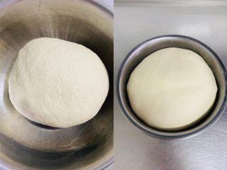 法棍🥖,搅拌好的面团发酵一个小时。