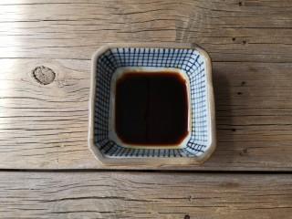 酱汁杏鲍菇,用蚝油,味极鲜酱油,白糖搅拌均匀调一碗酱汁。