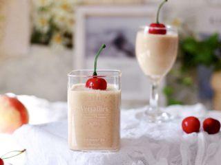 水蜜桃车厘子奶昔,好喝又健康营养。