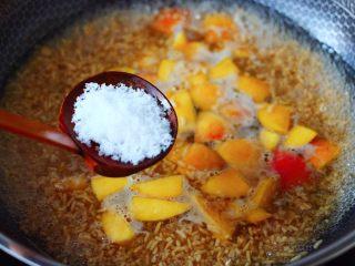 醪糟蛋花汤,加入白糖,继续大火煮沸,不喜欢吃甜的可以少放。