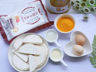 香醇可口的香芋饼,准备食材:槟榔芋200g、面粉80g、白砂糖30g、澳优能立多G4奶粉2勺,面包糠适量。