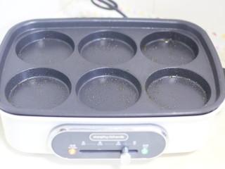 香醇可口的香芋饼,多功能锅刷一层油。