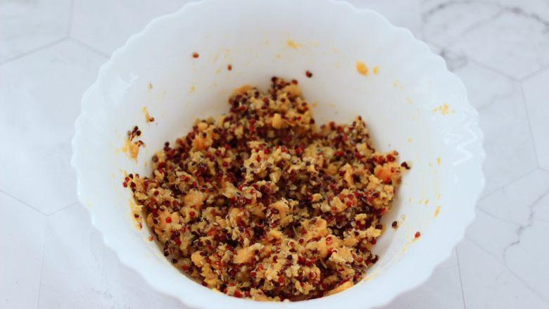 三色黎麦红薯华夫饼,把所有的食材,均匀的搅拌均匀就可以了。