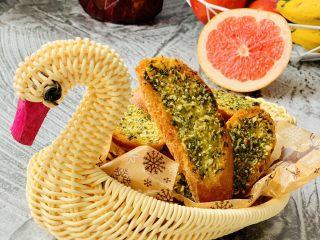 法棍🥖,蒜香法棍🥖我们家 早餐常吃的一款😋