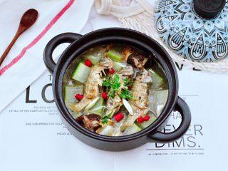 海浮鱼冬瓜冻豆腐煲,鲜美无比又营养丰富的海浮鱼冬瓜冻豆腐煲就做好了,不要太好喝哟。