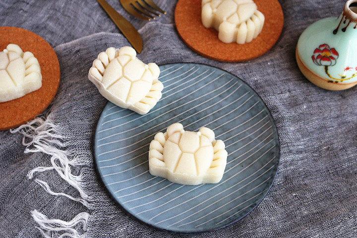 莲蓉蜜豆冰皮月饼
