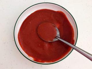 腐乳葱香饼,用勺子把腐乳块压碎,把腐乳汁调匀