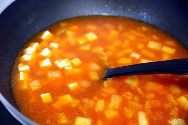番茄豆腐汤,搅拌均匀;