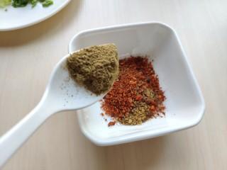 铁板豆腐,加入少许胡椒粉和孜然粉。