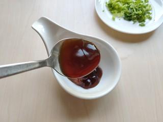 铁板豆腐,加入蚝油。