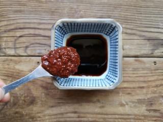 铁板豆腐,用蚝油,味极鲜酱油,蒜蓉辣酱调一份料汁。
