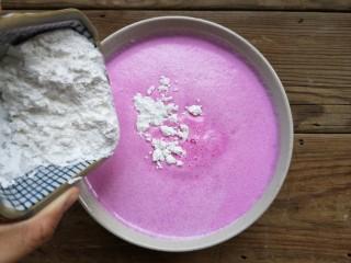 火龙果椰蓉奶冻,再加30克玉米淀粉。