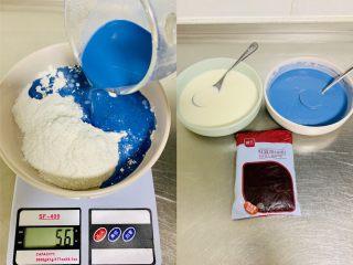 青花瓷冰皮月饼,将2.蓝色面浆材料倒入碗中,倒入蓝色牛奶翻版均匀,过筛一次。