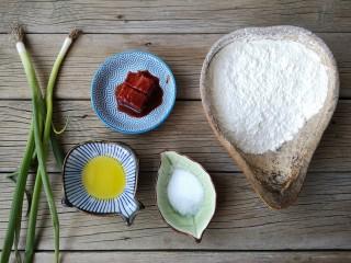 腐乳葱香饼,准备食材。