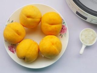 黄桃罐头,准备食材。