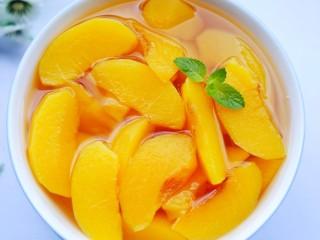 黄桃罐头,酸甜爽口,好喝到爆的黄桃罐头就做好了。
