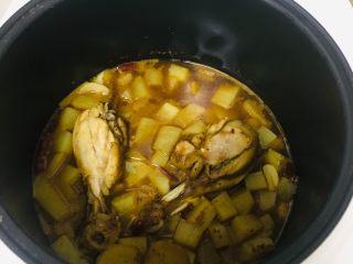 电饭锅鸡腿焖土豆,步骤要求
