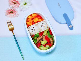 黄瓜双椒炒肉便当,营养好吃又好看。