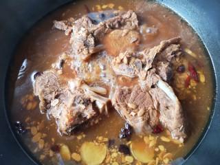 东北酱大骨,关火后浸泡1-2小时入味。