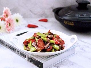 干煸烤肠茄条双椒,做法简单快手,老公多吃了一碗米饭。