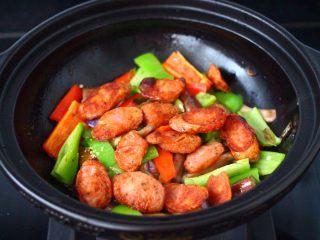 干煸烤肠茄条双椒,什么铺上煎好的烤肠。