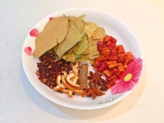 驴肉火烧,准备干料:香叶,桂皮,八角,花椒粒,陈皮,干红辣椒