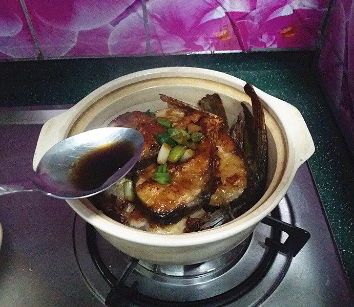 冬日暖心菜  砂锅焗鱼块,利用余温进一步提香增味