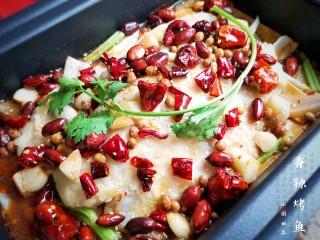 家庭版自制烤鱼,鱼肉细嫩,配菜也很入味。 嗯,所以—— 赶紧准备食材做起来吧!