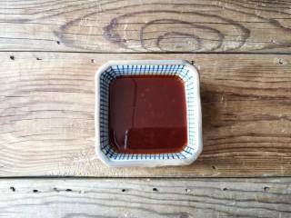 灯笼茄子,用番茄酱,味极鲜酱油,白糖,香醋,盐,鸡精调一碗料汁,调匀后尝一下,根据自己喜欢的口味再调整各种比例。