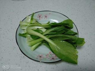咸蛋清炒丝瓜、上海青,上海青控干水分。
