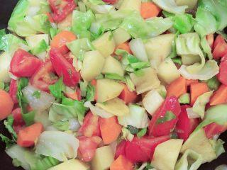 罗宋汤,大火翻炒,烧3分钟入味。
