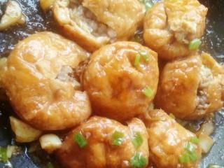 油豆腐酿肉,翻炒均匀