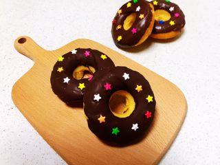 巧克力甜甜圈,香甜松软的巧克力甜甜圈,好吃又好看,免油炸更健康~