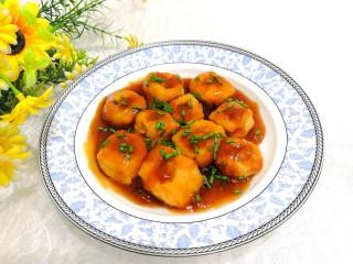油豆腐酿肉,洒上葱花,即可上桌