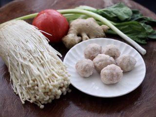 金针菇墨鱼丸子汤,首先备齐所有的食材。