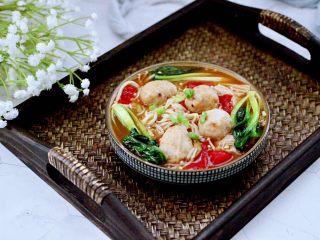 金针菇墨鱼丸子汤