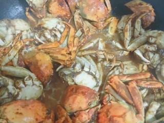 美味香辣大闸蟹,加入25ml水