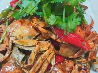 美味香辣大闸蟹,上桌