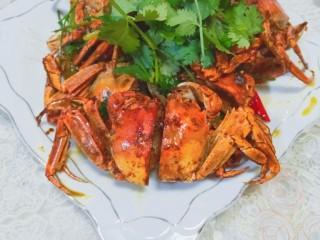 美味香辣大闸蟹,凹造型一下吧,开吃