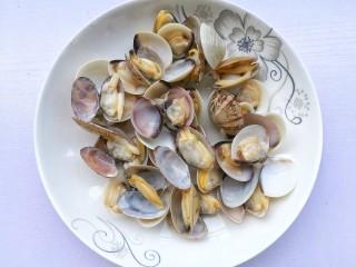 冬瓜花蛤汤,捞出备用。