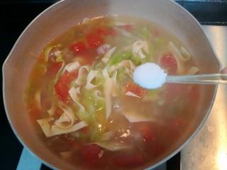 陕西胡辣汤,加入剩余的盐
