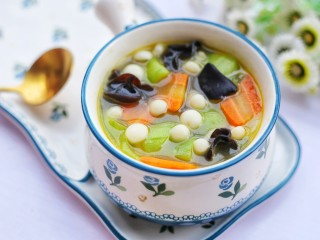 丝瓜木耳菌菇汤,超级好喝。