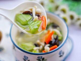 丝瓜木耳菌菇汤,赶紧做一个。
