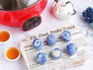 青花瓷冰皮月饼,成品图。
