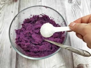奶香紫薯糯米球,加适量的糖