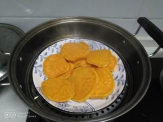 红薯、糯米、豆沙、花生、芝麻饼,大火煮开蒸10分钟。