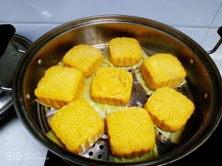 红薯、糯米、豆沙、花生、芝麻饼,冷水下锅,大火煮开转中火蒸25分钟,再焖3分钟。