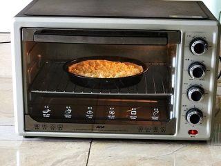 芝士榴莲饼,烤箱200W预热5分钟,放入烤盘