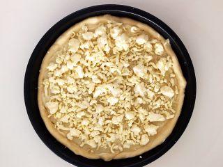 芝士榴莲饼,在榴莲上面再均匀的撒上一层芝士碎